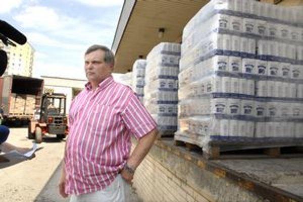 Marko Urdzik. Šéf Potravinovej banky do skladu na košickom Juhu doniesol 10 ton múky a cestovín.