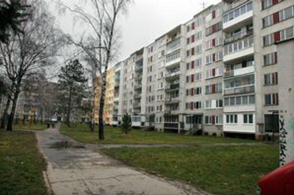 Miesto činu. Starčeka napadli pred skoro piatimi rokmi pár metrov od bloku na Bukoveckej ulici, v ktorom býval.