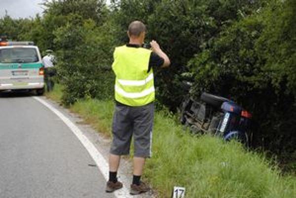 Po nehode. Otec vodiča si fotil havarované auto.