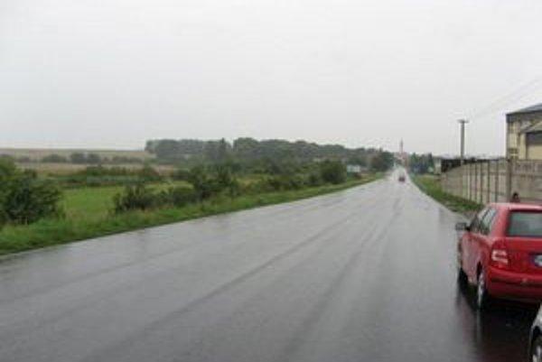 Práce sa už začali. Nový asfalt už dostala aj cesta z Dargova okolo rómskej osady do Sečoviec.