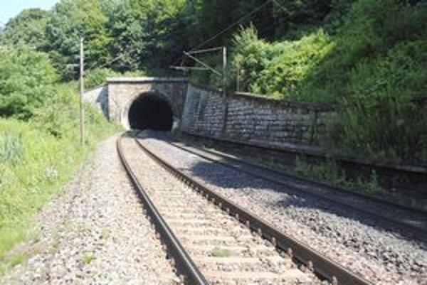 Trať pri Ťahanovskom tuneli je častým miestom vlakových samovrážd.