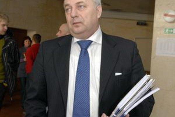 Martin Pado. Opozičný poslanec výrazne kritizoval dokončenie prenájmu nemocníc.