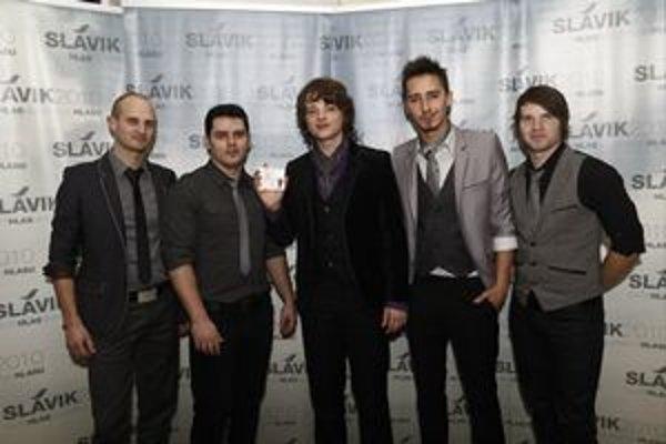 Skokani roka 2010. Aj víťazstvo v ankete im pomohlo k albumu.