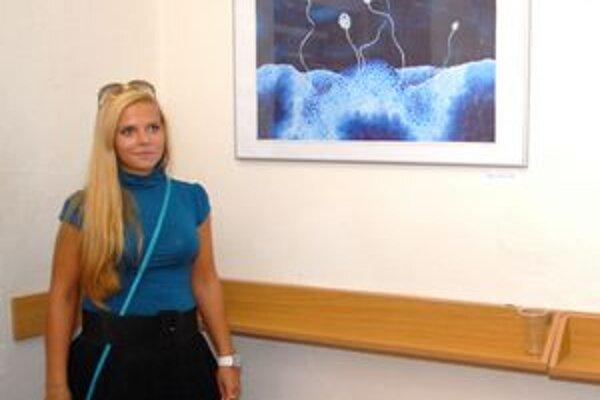 Denisa Avuková. Jej krajina je prvotne inšpirovaná štítnou žľazou.