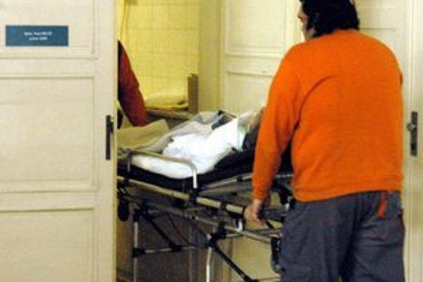 Záchranári dobitého Róberta previezli do košickej nemocnice.