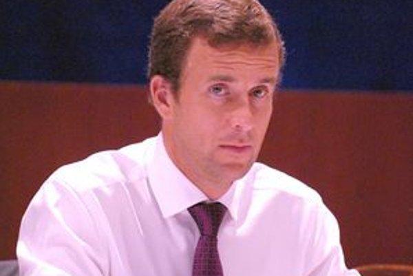 Viceprimátor Lazár. Jeho návrh na výmenu nového úveru za starý poslanci schválili.