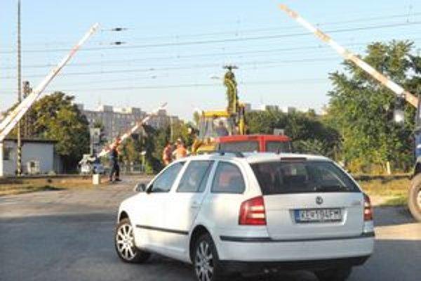 Priecestie. Oprava železničného zvršku potrvá do piatka.