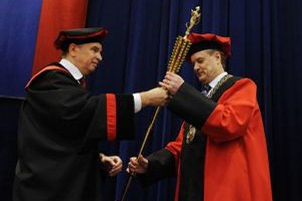 Staronový rektor. Anton Čižmár bude šéfovať TU aj v nasledujúcich rokoch.