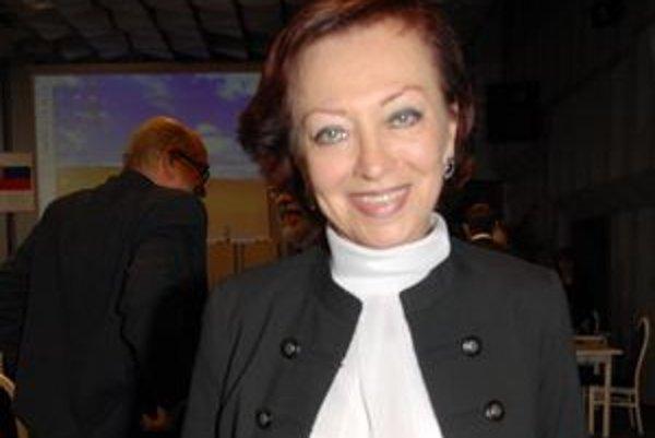 Kornélia Betáková (Most). Spolu s poslaneckou odmenou zarobí mesačne viac ako 1 600 eur.
