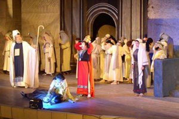 Záber z naštudovaia Nabucca spred piatich rokov
