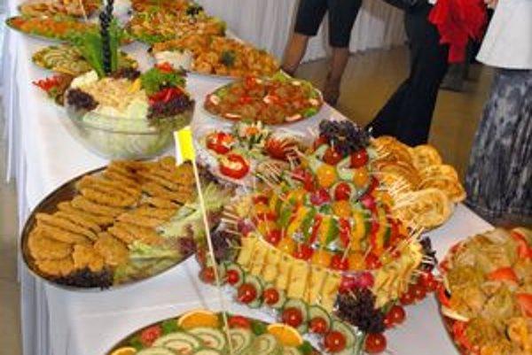 Bohatý stôl. Ukázali, že aj v škole pôsobí jedlo vábne.
