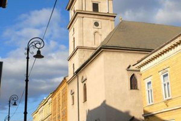 Kostol na Mäsiarskej 25 má okná secesné, ale zvyšok je barokový.