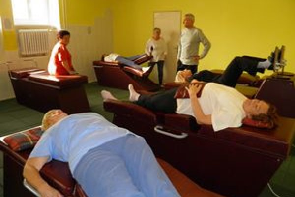 Staromestskí dôchodcovia nedávno boli na rekondičnom pobyte, teraz dostali posilňovňu.
