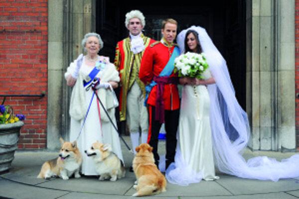 Svadobná róba Kate Middletonovej zostáva až do poslednej chvíle tajomstvom, takto si 1. apríla zorganizovala imitátorov svadobného páru pred londýnsky kostol fotografka Alison Jackson pre svoju novú knihu oKate aWillovi