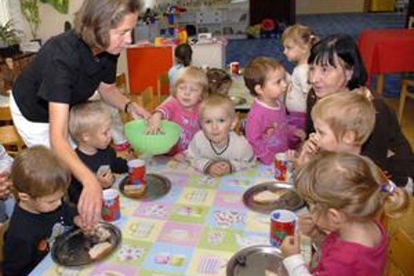 Spoločné stravovanie. Pri príspevkoch chudobným deťom sa teraz už nevyžaduje spoluúčasť rodičov.
