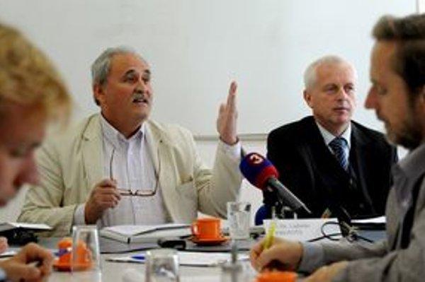 Eugen Čuňo (vpravo) a Ladislav Pirovits (vľavo) dostali pôvodne v kauze šesťročné tresty. Najvyšší súd ich zrušil.