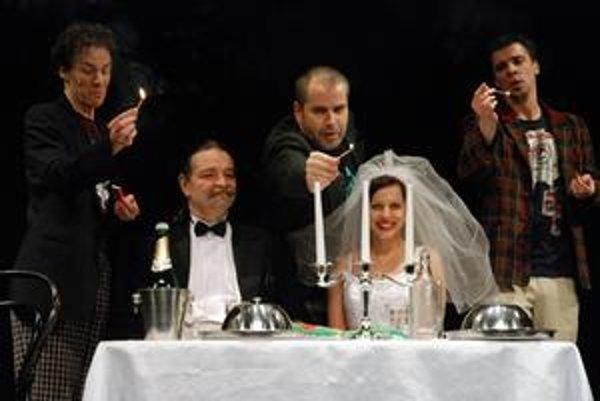 Brechtov príbeh z anglického podsvetia režisér zasadil do 21. storočia.