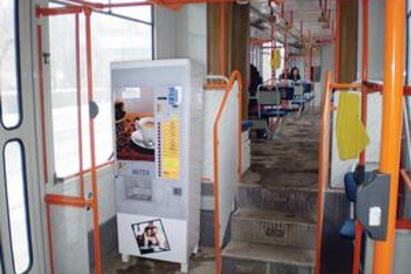 DPMK montuje do električiek kávomaty.