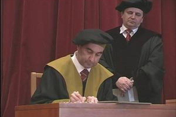 Dekan FEI TU zatiaľ rektorom TU byť nechce.