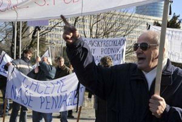 Zamestnanci podniku protestovali proti jeho koncu aj v Bratislave.