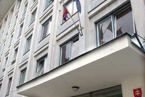 Daňový úrad Košice IV. Jozef Orinin mu šéfoval v rokoch 1996 až 1999. Podľa súdov je nevinný. Tak, ako v staršej kauze jeho štyri podriadené.