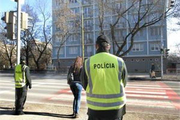 Akcia Zebra. Policajti sa zamerali na bezpečný prechod chodcov cez priechody.