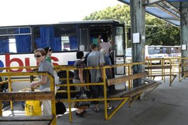 Nafta nabúrava rozpočet. Šéf Eurobusu pripúšťa zvýšenie cien len na diaľkových linkách.