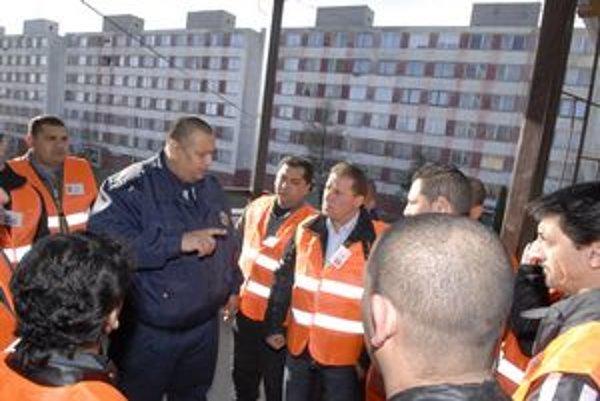 Rómska občianska hliadka už nebude. Z ľudí z komunity chcú urobiť riadnych policajtov so všetkými právomocami.