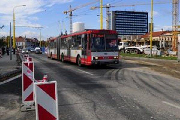 Nový dopravný systém by mal zvýhodňovať používanie mestskej dopravy.
