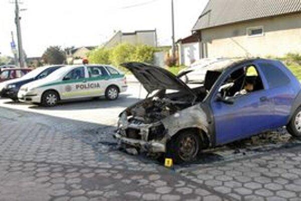 """Polícia začala zisťovať, kto mohol mať úmysel zlikvidovať toto """"autíčko""""."""