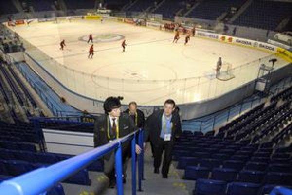 V steel Aréne. Minister pochválil štadión i šatne.