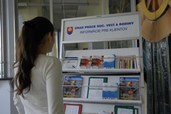 Informácií veľa, práce pre mladých je málo...