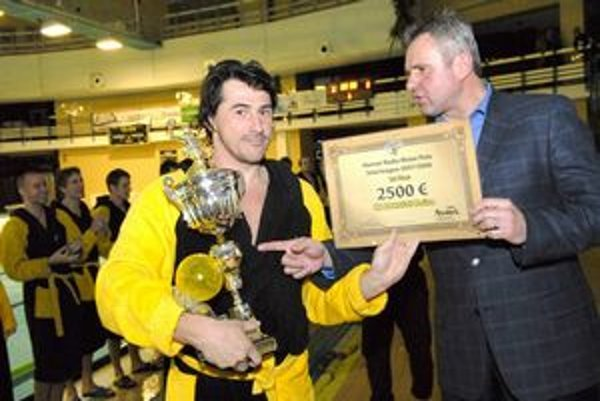 Ako kapitán ČH Hornets s jednou z nespočetných trofejí