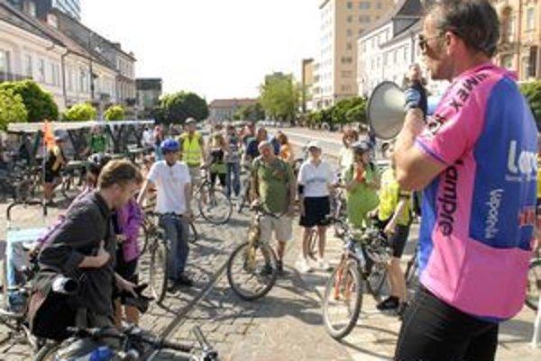 Šéforganizátor Pavol Orgonáš. Očakával síce viac cyklistov, no o rok 1. mája predpokladá omnoho vyššiu účasť