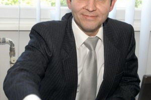 Jozef Filipko (SMK). Inicioval zvolanie mimoriadneho rokovania.