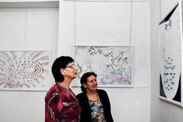 Originálna výstava. Jitka Brůnová-Lachmann umelecky stvárňuje vedu.