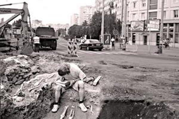 Pri rekonštrukcii križovatky objavili hroby.