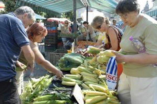 Dominikánske námestie ponúka široký sortiment voňavého ovocia a zeleniny.