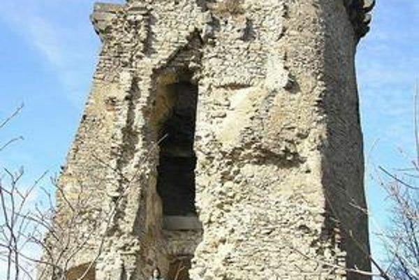 Slanský hrad. Nevydržal svoju pohnutú históriu, dnes sú z neho prevažne ruiny.