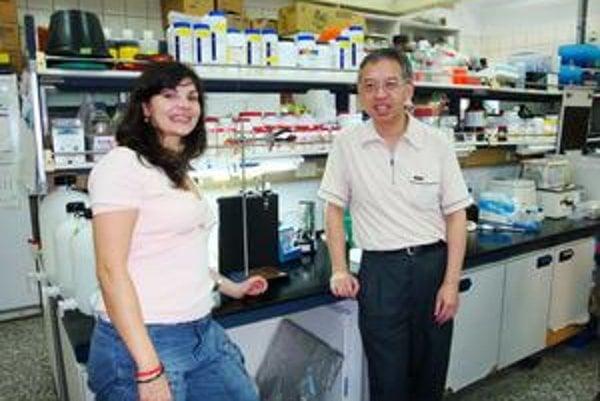 V tomto laboratóriu pracovala s profesorom Chanom,