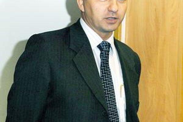 Štefan Kandráč. Šéf odboru školstva avizuje rušenie a spájanie ďalších škôl.