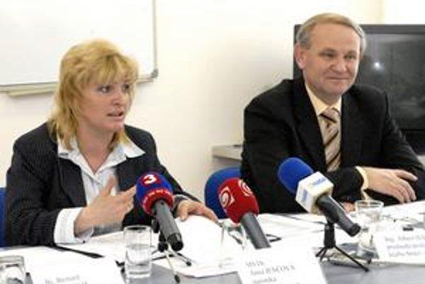Starostka Anna Jenčová. Podľa nej poslanci úmyselne znemožnili informovanie obyvateľov.