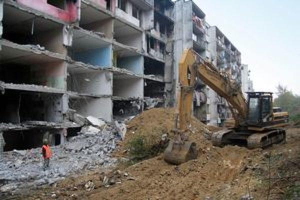 Na Luniku IX už museli zbúrať dve úplne zdevastované bytovky.