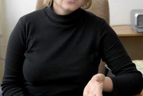 Hovorkyňa a asistentka poslanca. Živnostníčka M. Murová stíha obe funkcie, mesačne za ne dostane 1 800 eur.
