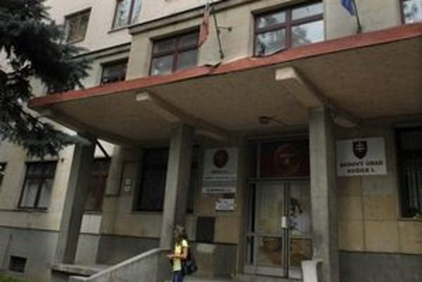 Daňový úrad Košice I. Pod jeho označením a pečiatkou niekto v decembri 2004 poslal list, ktorý potvrdzoval obchod za vyše 35 miliónov korún. Nebola to pravda.