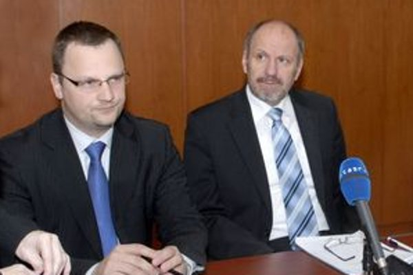 Marek Vargovčák (vľavo) sa vzdal primátorskej kandidatúry v prospech Františka Knapíka.