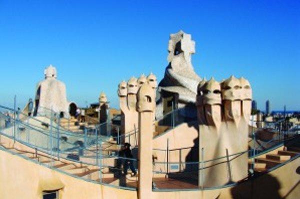 Gaudího obytný dom La Pedrera má netradičnú strechu, fasádu ale aj vnútorné steny bytov.