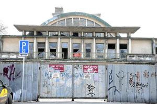 Z rozpadnutej budovy má byť Kunsthalle. Rekonštrukcia má uchovať pôvodnú podobu plavárne.