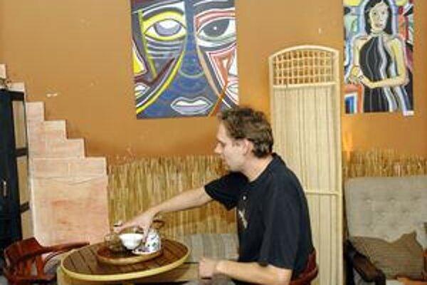 Muzikant výtvarníkom. V týchto dňoch môžete popri množstve výstav obdivovať aj tvorbu košického muzikanta Attilu Tverďáka.