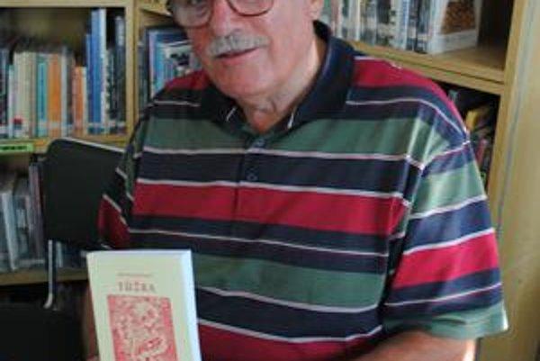 Michal Repovský. Na svojom konte má novú knihu Túžba, pripravuje tiež rozsiahlu kroniku slovenských dejín.